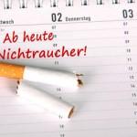 Termin im Kalender ab wann man mit dem Rauchen aufhören will und Nichtraucher oder Nichtraucherin ist! mit zerbrochener Zigarette!